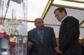 Генеральный директор Севмаша Николай Калистратов докладывает о строительстве платформы